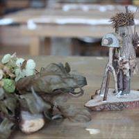 写真:木片の人形づくり開催しました。
