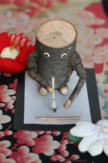 写真:自然の木人形づくり